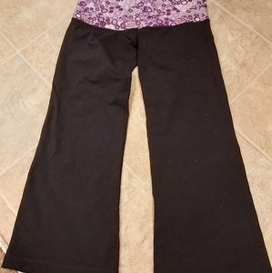 Lululemon relaxed fit crops size 6